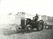 Traktor Vor Siedlung Sued Ost 1940